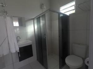 A bathroom at Mambaí Inn