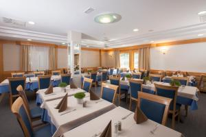 A restaurant or other place to eat at Hotel Jezero