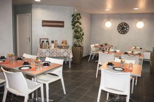 Restaurant ou autre lieu de restauration dans l'établissement City Lodge Appart Hôtel Niort