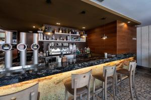 El salón o zona de bar de Hotel VIDA Mar de Laxe