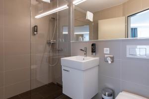 A bathroom at Trip Inn Zurich Hotel