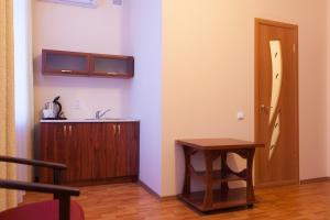 A kitchen or kitchenette at Apart Hotel Cherepovets