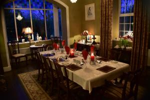 A restaurant or other place to eat at The Rectory B&B