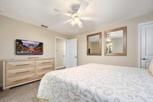 A bed or beds in a room at 5Bd Sleeps 15 w/ GameRoom and Pool Close to Disney 4921