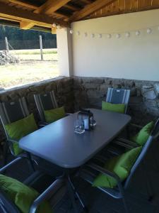 Reštaurácia alebo iné gastronomické zariadenie v ubytovaní Chalupa u lesa - Nova Ves