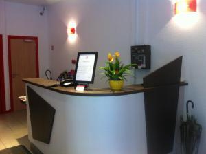 Лобби или стойка регистрации в Hotel Bristol Metz Centre Gare