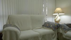 A seating area at Apartamento Lindo