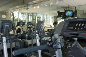 The fitness centre and/or fitness facilities at Hyatt Regency Long Beach