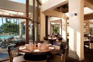 A restaurant or other place to eat at Hyatt Regency Long Beach