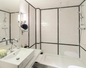 Un baño de Boutique Hotel H10 Catalunya Plaza