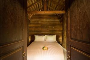 A bed or beds in a room at Shinnabhura Historic Boutique Hotel