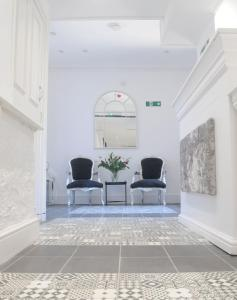 The lobby or reception area at Bexley Village Hotel