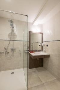 Salle de bains dans l'établissement Casa di a Restonica