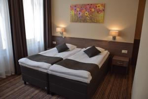 A bed or beds in a room at Hotel Cēsis