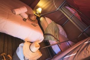 A bed or beds in a room at L'Escale des Châteaux de la Loire
