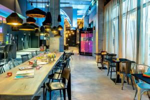 A restaurant or other place to eat at Moxy Milan Linate