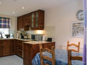 A kitchen or kitchenette at 23 Market Street, St. Andrews