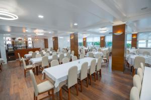 Um restaurante ou outro lugar para comer em Avenida de Fatima