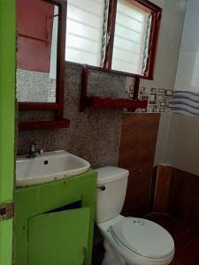 A bathroom at Islandfront II