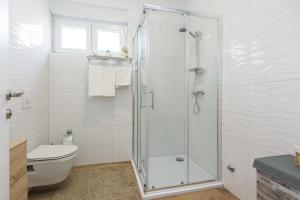 A bathroom at Apartments Marta