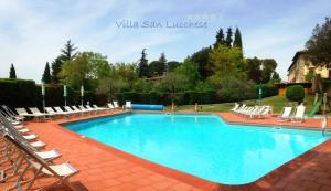 Der Swimmingpool an oder in der Nähe von Hotel Villa San Lucchese