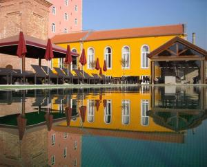 The swimming pool at or near Pestana Palácio do Freixo, Pousada & National Monument - The Leading Hotels of the World