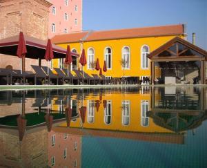 Бассейн в Pestana Palácio do Freixo, Pousada & National Monument - The Leading Hotels of the World или поблизости