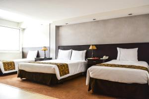 A bed or beds in a room at Hotel Centro Internacional