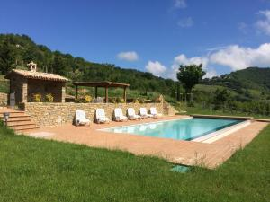 The swimming pool at or close to Agriturismo Paradiso 44