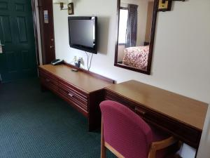 A television and/or entertainment center at Spinning Wheel Motel