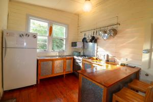 A kitchen or kitchenette at Boardies at The Bay