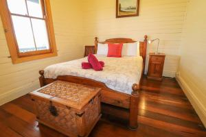 A bed or beds in a room at Boardies at The Bay