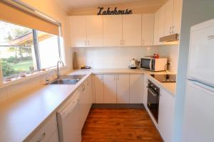 A kitchen or kitchenette at Sail n Surf