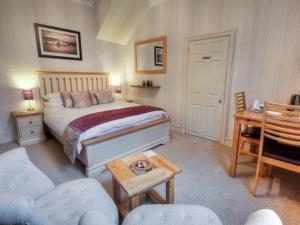 A bed or beds in a room at Brooklands Lodge - Bed & Breakfast