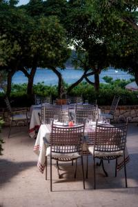 A restaurant or other place to eat at Hotel Villa Barbat