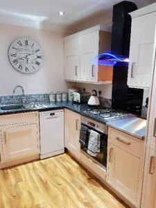 A kitchen or kitchenette at Apartment 3