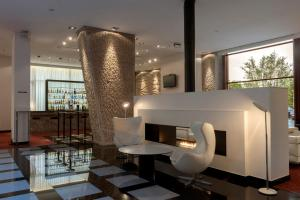 A restaurant or other place to eat at Hilton Madrid Airport