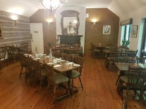 A restaurant or other place to eat at Creacon Wellness Retreat