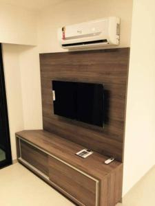 A television and/or entertainment center at Flat Green Ville Prime Select
