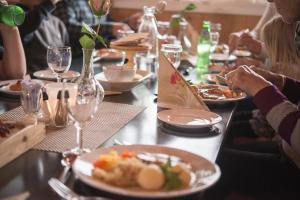 En restaurant eller et spisested på Trolltun Hotel & Hytter