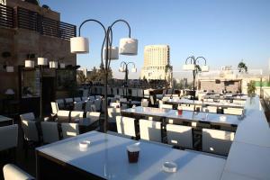 Un restaurante o sitio para comer en Hisham Hotel