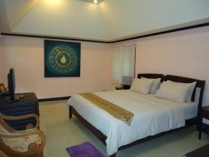 A bed or beds in a room at Saimoonbury Resort