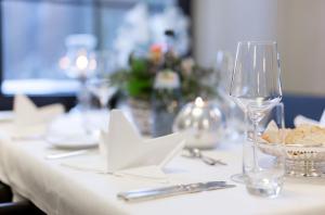 Ein Restaurant oder anderes Speiselokal in der Unterkunft Hotel Pfälzer Wald