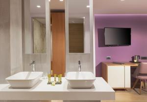 A bathroom at Blue Lagoon City Hotel