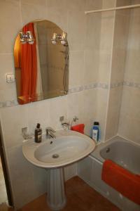A bathroom at Planta Baja Independiente en chalet duplex