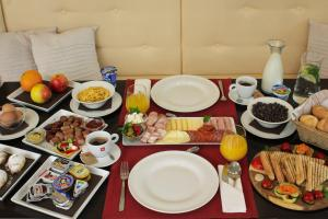 Breakfast options available to guests at Pr Klaudiji Guest House Bled