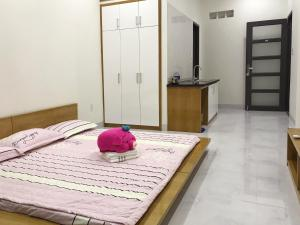 A bed or beds in a room at 91 Homestay, Cafe, Bonsai