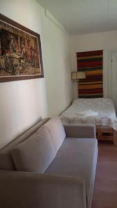 Säng eller sängar i ett rum på Putikon Hovi