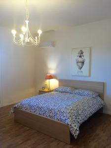 A bed or beds in a room at Casa Vento dello Stagnone