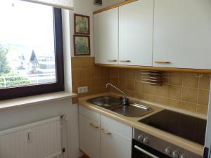 A kitchen or kitchenette at Residenz am Kurpark